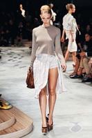 Асимметрия в моде