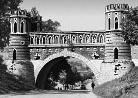 Фигурный мост. Кон. 18 в., архитектор В. И. Баженов